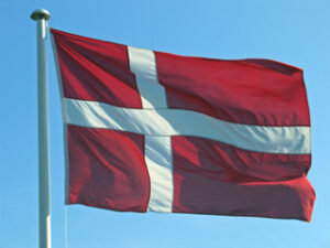 Dannebrogsviden Flagning med Dannebrog APR 2021